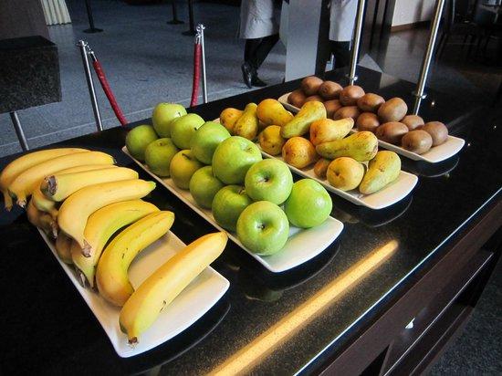 NH Düsseldorf City: frisches Obst