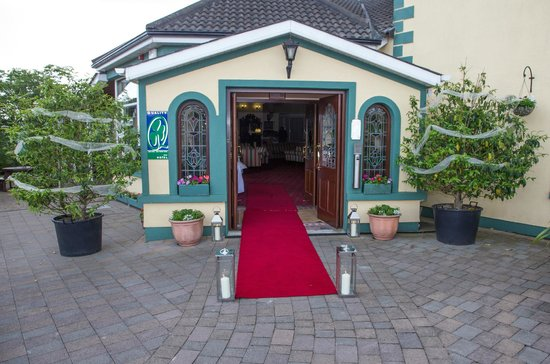 The Rhu Glenn Country Club Hotel : Red Carpet Arrival