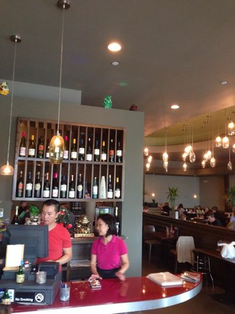 Kim Phung Restaurant: Inside- much different than the old one...