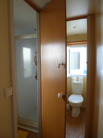 Camping Castell Mar: les toilettes et salle de bains
