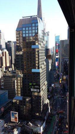 Novotel New York Times Square : Vue de la chambre de jour