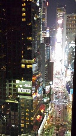 Novotel New York Times Square : Vue de la chambre de nuit