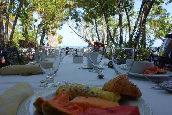 Half Moon : Breakfast on the resort terrace