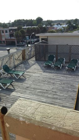 Viking Ocean Front Motel : The Deck on the 4th floor