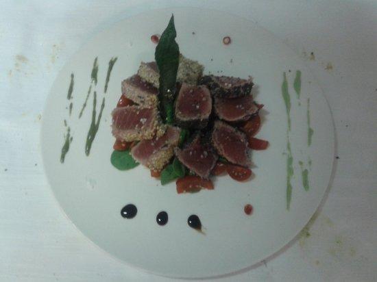 Tavernetta Dante: tagliata di tonno con sesamo e papavero