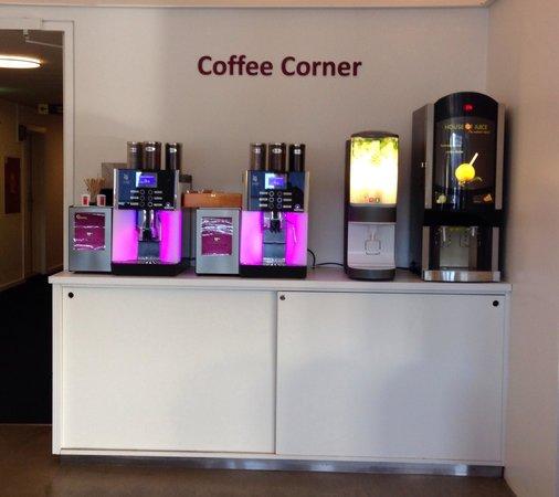 Copenhagen Go Hotel : Coffee station. Free with breakfast 10dkk otherwise.