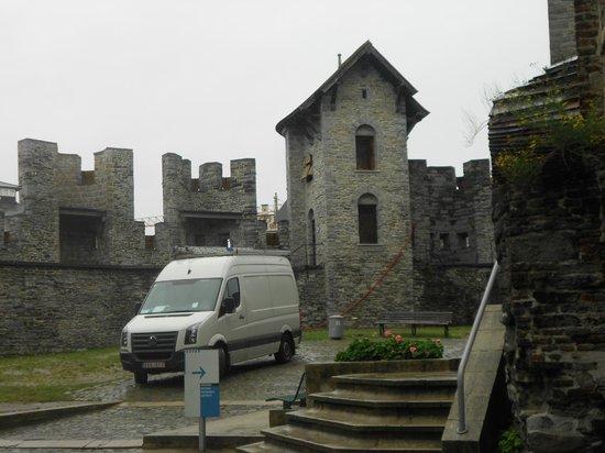 Castillo de Gravensteen: PATIO INTERIOR DEL CASTILLO