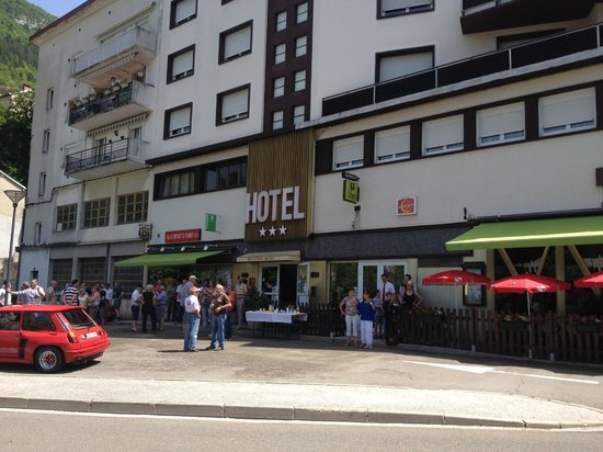 Hotel Saint-Hubert: concentration voiture 9 juin 2014
