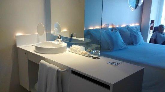Barcelo Sants: Lavabo y accesorios de baño,