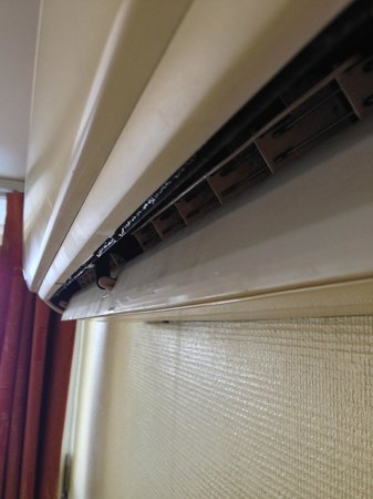 Astoria Hotel: Leaky A/C