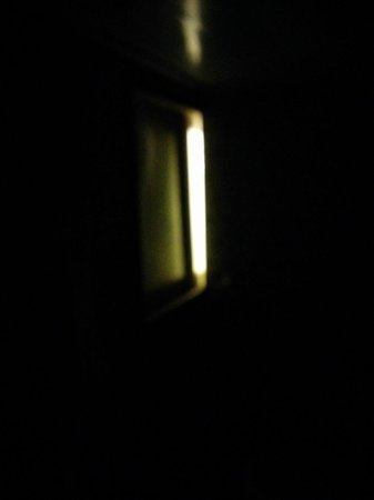 WS Hotel: The massive gap in action when the people next door turn on their light