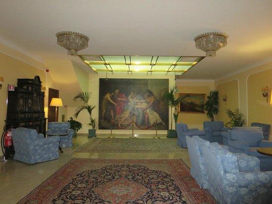 Hotel Napoleon: Lounge area