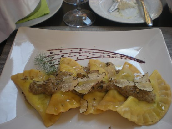 Restaurant Dream: Thick Ravioli - woudn't have again!