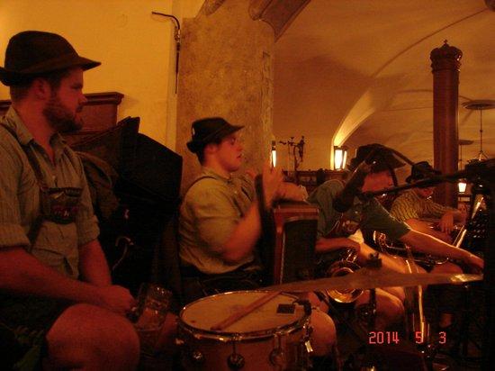 Hofbrauhaus Munchen: Hofbrauhaus band