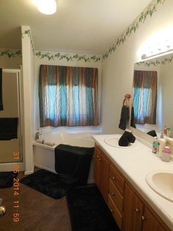 Alaska Copper River B&B: Bath for private bedroom