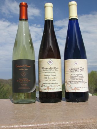 Danzinger Vineyards: Wines made with our La Crescent Grapes
