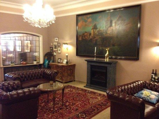 Hotel Goldener Hirsch: The Foyer