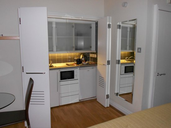 Fraser Suites Queens Gate: KITCHNET STUDIO