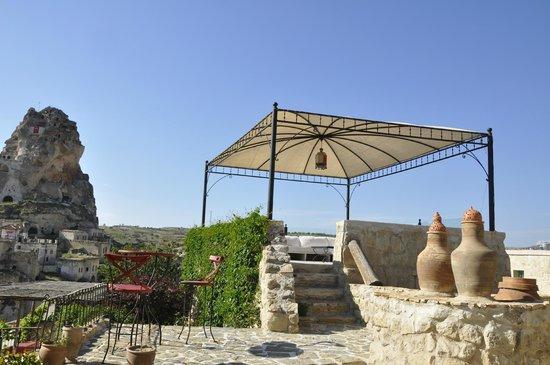 Hezen Cave Hotel: Hezen patio