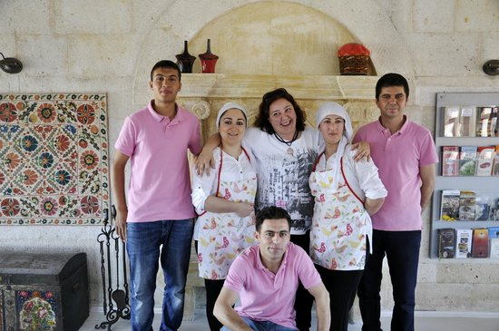 Hezen Cave Hotel: Nil & staff