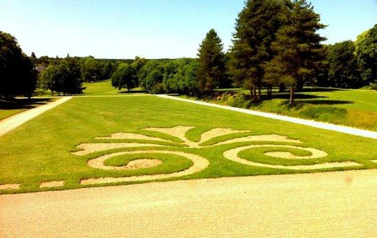 Chateau et Parc de Beauregard: devant le chateau