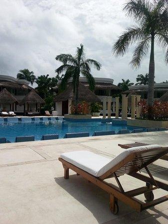 Grand Riviera Princess All Suites Resort & Spa: Laguna Pool area