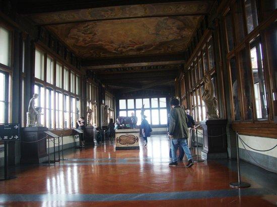 Galerie des Offices : Vista interna da Galleria degli Uffizi