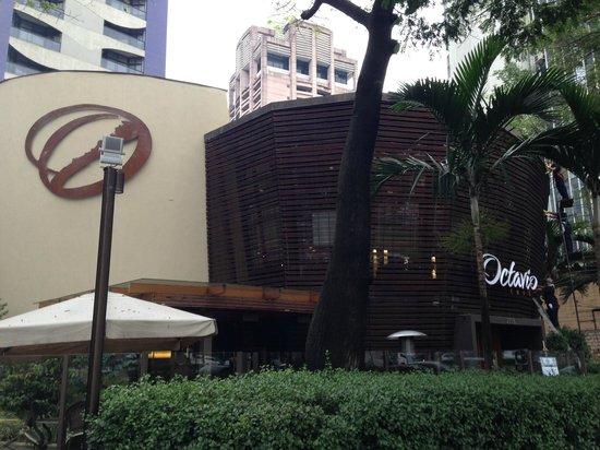 Octavio Cafe: A entrada!