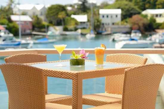 Hamilton Princess & Beach Club, a Fairmont Managed Hotel: 1609 Bar & Restaurant offers a scenic view from every table!