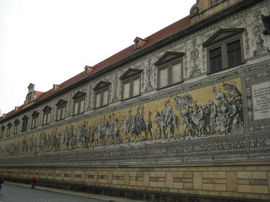 Park Inn by Radisson Dresden: Шествие курфюрстов