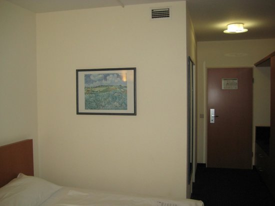 Park Inn by Radisson Dresden: картина Ван Гога в номере