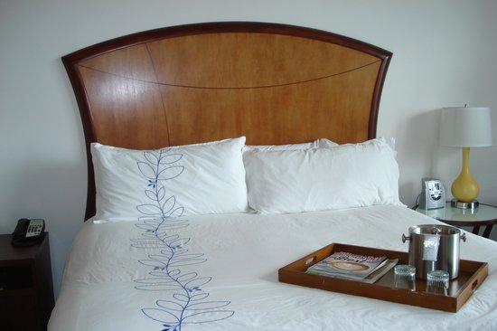 Hotel Indigo Jacksonville Deerwood Park: Bed