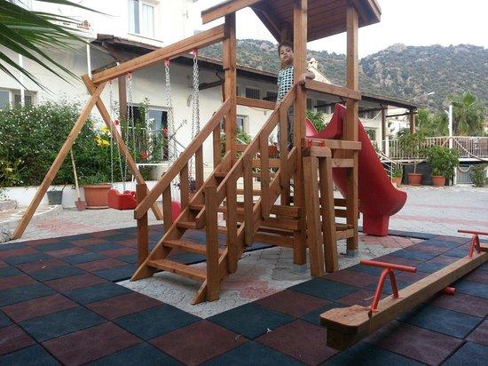 Han Restaurant: Safe children play area!