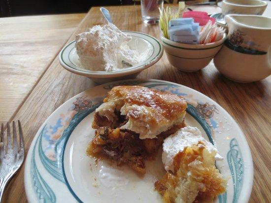 Peter Luger Steak House : Excellent Apple Strudel