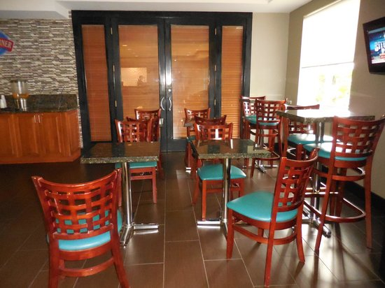 Baymont Inn & Suites Miami Airport West/Doral: Area del Desayuno