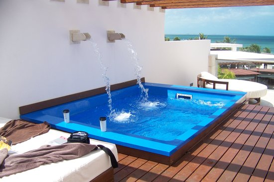 Excellence Playa Mujeres : our own pool