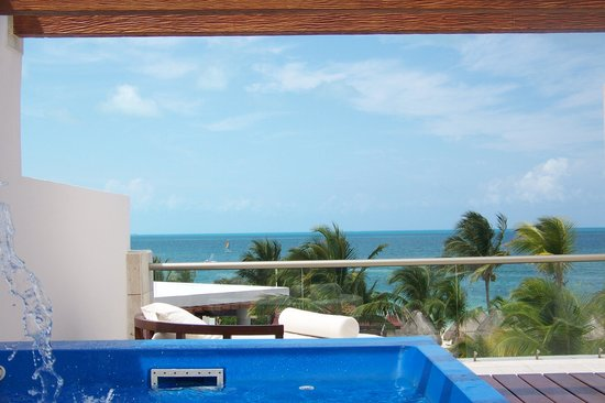 Excellence Playa Mujeres : view from the upper deck while in the pool