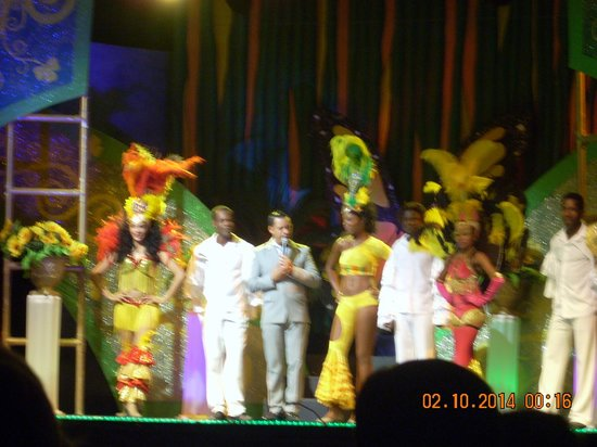 Dreams La Romana Resort & Spa : all the dancers after one of the shows