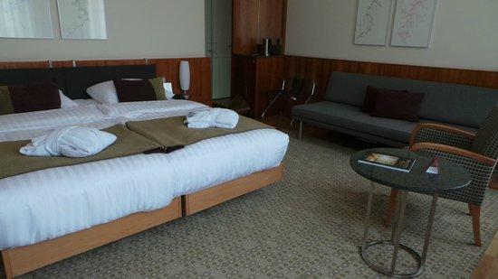 K+K Hotel Central: vu  de dos à la fenetre