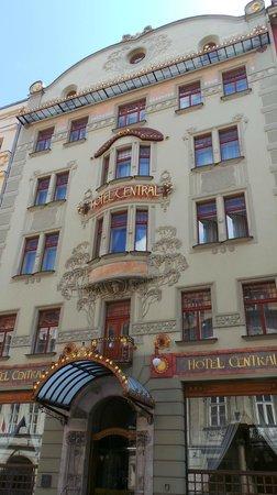 K+K Hotel Central : l'entrée de l'hotel