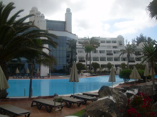 Aparthotel Paradise Island : le coin piscine