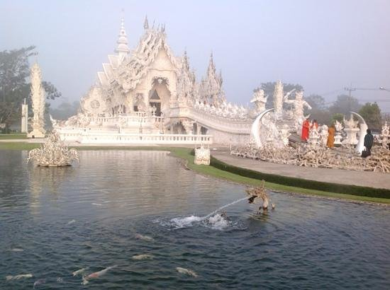 Wat Rong Khun : сказочная красота!