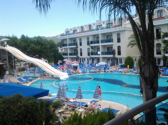 Candan Club Hotel: view from the end of corridor (10 steps from our room)