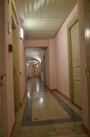 Hotel Residence Torino Centro: Corridor