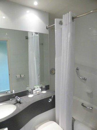 Holiday Inn Cardiff City Centre: Bathroom