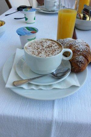 Villa Rosa: Breakfast