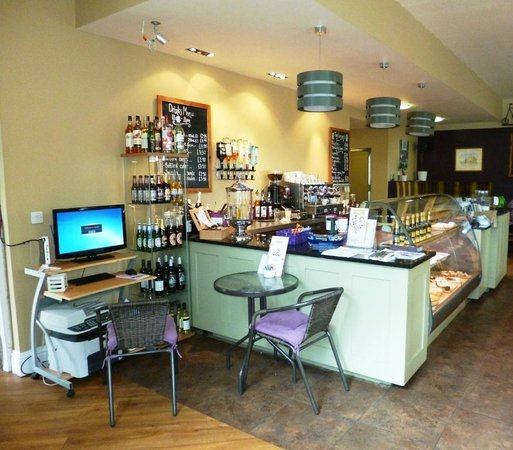Tomlinson's Cafe & Bunkhouse: The main cafe area