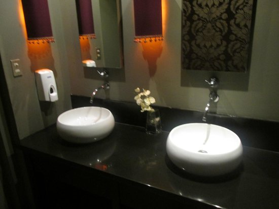 Restaurante Tamarindos: beautiful bathroom