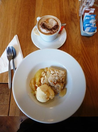 Tomlinson's Cafe & Bunkhouse: My coffee and crumble!