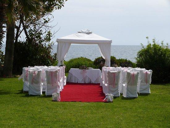 Louis Imperial Beach: Garden gazebo